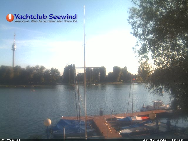 aktuelles Webcam-Bild der Oberen Alten Donau mit unseren Steganlagen im Vordergrund